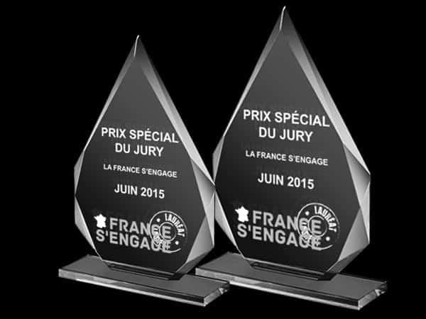 trophée en verre triangulaire sur socle, gravure laser 2d 3d