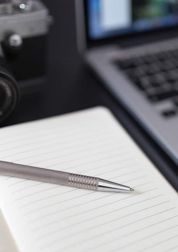 Carnets de notes publicitaires et stylos personnalisables avec votre logo