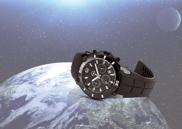 montre avec logo de luxe